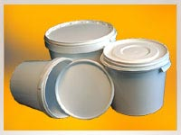 'empty plastic pails' from the web at 'http://www.paint-tin.co.uk/images/pails.jpg'